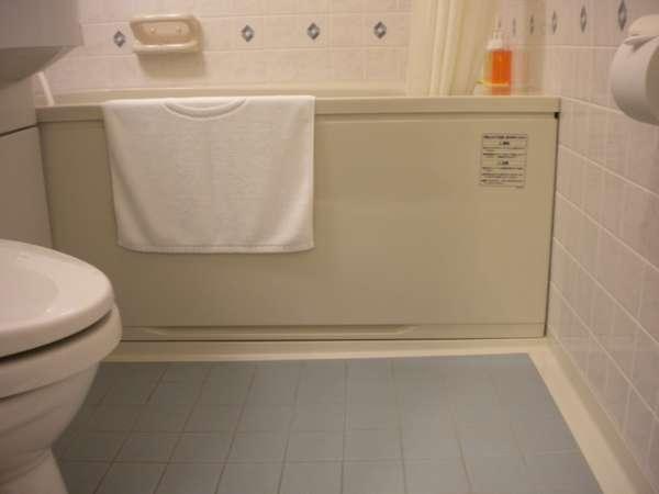 ご案内しておりますツインのお部屋のバスルームはシングルよりスペースを広く取っております