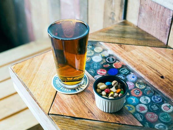 一階のBARで国内外から取り揃えたクラフトビールをお楽しみください。