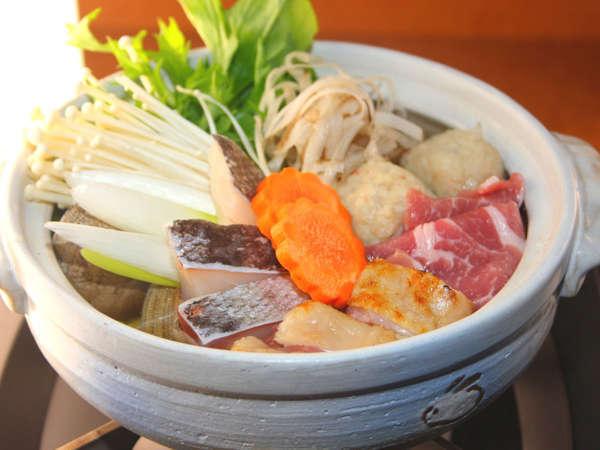 *冬の夕食一例/肉、海鮮、野菜などボリュームたっぷりのちゃんこ鍋