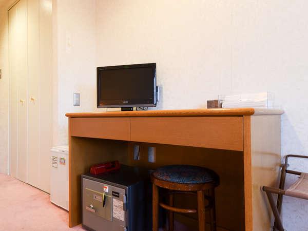 *洋室/金庫や冷蔵庫も完備しております。