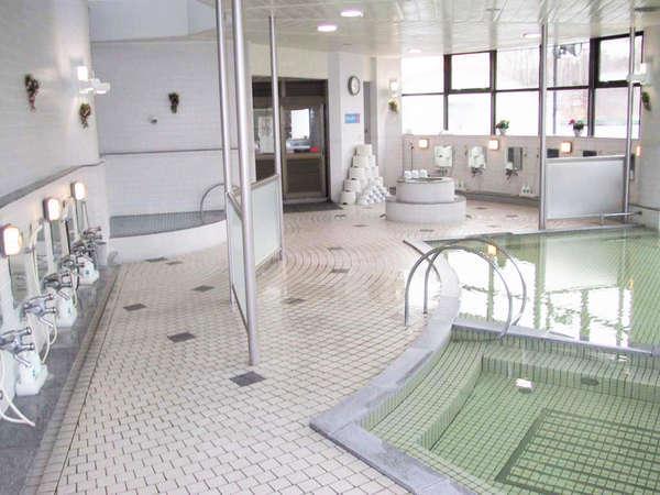*風呂/季節の自然の表情を、ゆったりお湯につかりながらお楽しみいただける剣淵温泉。