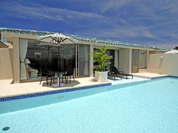 全客室に国内最大級のプライベートプール付き。極みのリゾートをご満喫下さい。