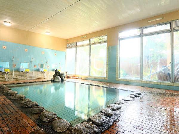 *こちらは、大浴場-男湯-になります。温泉に浸かりながら湯ったりと旅の癒しに!