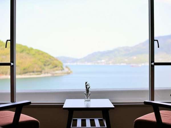 お部屋の窓からは美しい瀬戸内海をご覧いただけます。