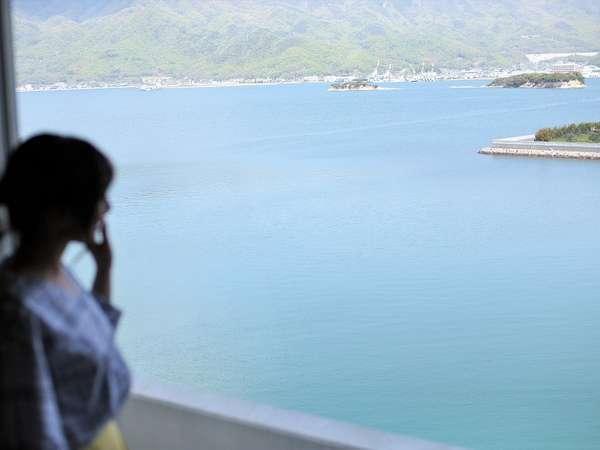 全てのお部屋から美しい瀬戸内海をご覧いただけます(画像は9階からの眺め)。