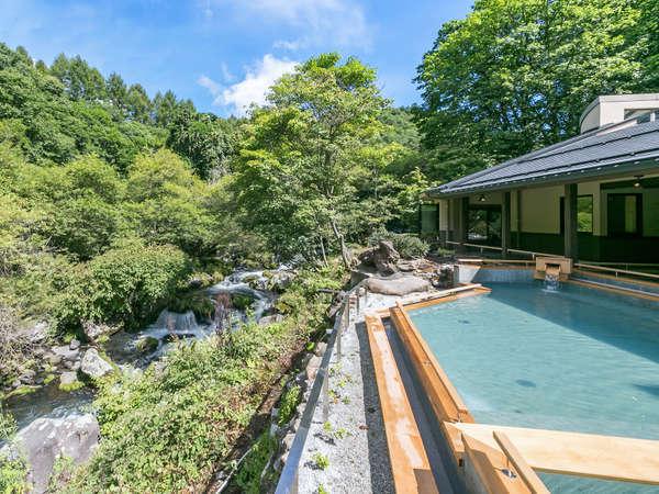 上質で贅沢な空間「渓流露天風呂」をぜひ体感してください