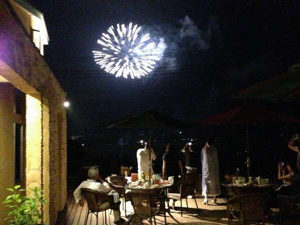 夏季は、テラスでBBQが楽しめます。8月1日は山中湖の花火も目の前で見られます。