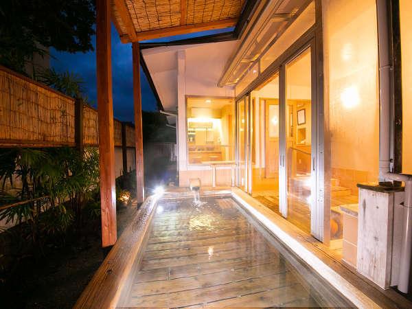 ◆露天風呂-檜-◆自然の風が、優しく身体を撫ぜる心地よさ