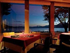 【レイクサイドヴィラ翠明閣】支笏湖畔全8室温泉浴室付きの隠れ家的ホテル。夕食はイタリアン