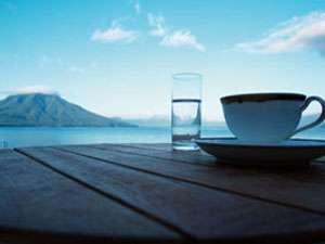 支笏湖の山々(樽前山・恵庭岳)を一望できます。