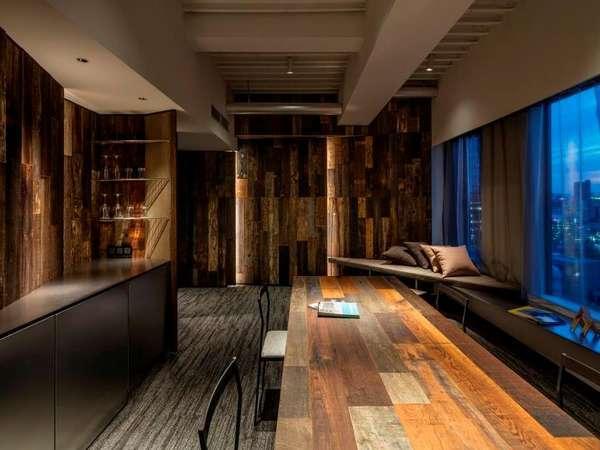 アトリエ・スイート芸術家の工房をモチーフにした客室です。