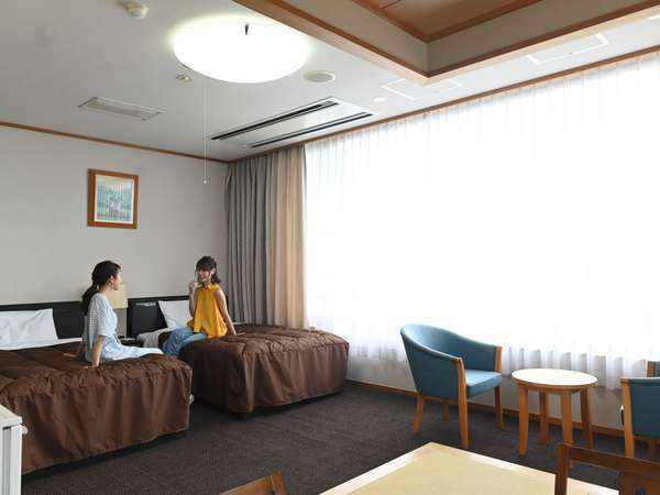 日本庭園を望む和洋室