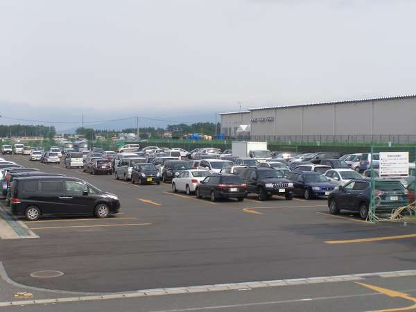 無料駐車場(300台程度収容可能)