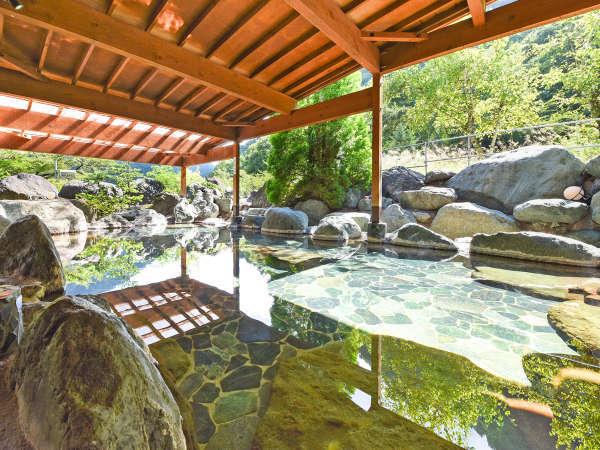 *【大露天風呂・男湯】当館自慢の大露天風呂。泉質は文句なしの芦安温泉です。