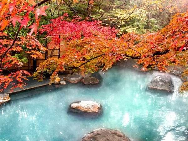 紅葉の大露天風呂