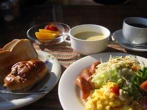 朝食はアメリカンブレックファースト(イメージ)