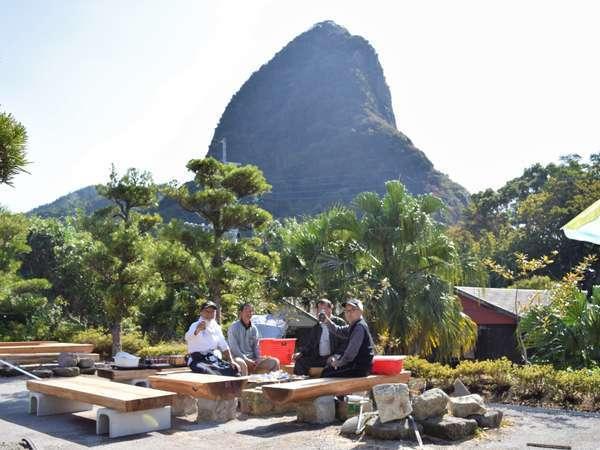 【バーベキュー広場】竹山を望む高台に2020年3月オープン!火起こしはスタッフが行うので安心♪