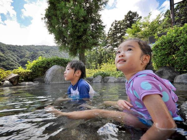 【プール】源泉かけ流しの露天風呂も併設(水着着用でご入浴ください。)