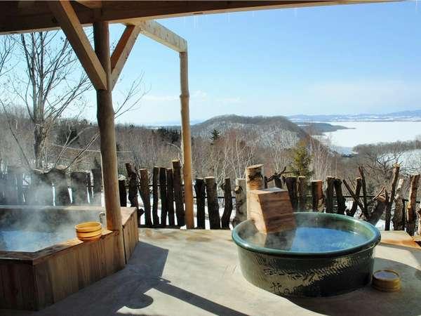 網走湖を望む露天風呂。北海道の大自然を堪能。