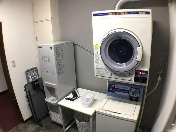 コインランドリー 洗濯機(洗剤無料) 乾燥機 自動販売機 製氷機 ズボンプレッサー 電子レンジ
