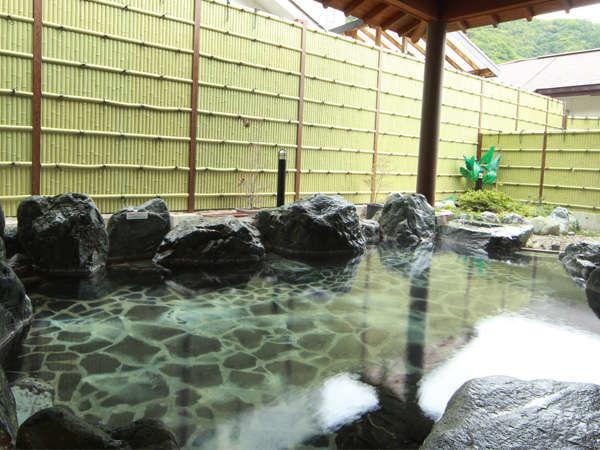 【おやど 湯の季(ゆのとき)】源泉かけ流し。湯が自慢の露天風呂とお部屋食でのんびり旅