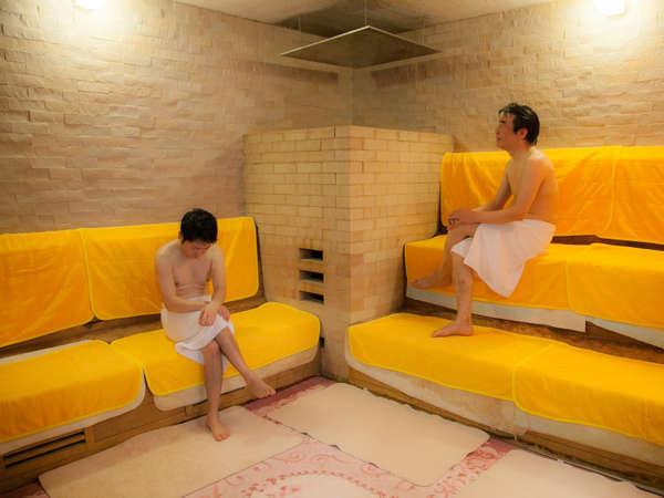 男性浴場のみオールナイト利用可能なサウナ完備を完備!広々した空間にTVも完備しております♪