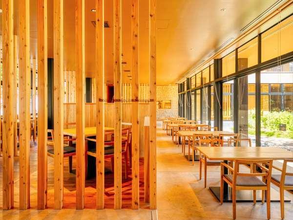 100年吉野杉で設えた開放感溢れるレストラン「DINING ROOM IN THE NARAMACHI」