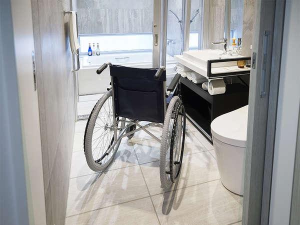 【風呂】プレミアムツインルームは1室のみユニバーサル対応のお部屋がございます。