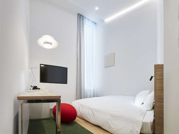 【客室】スーペリアフローリング・部屋広さ…17㎡・宿泊人数…1~2名・ベッド幅…140cm