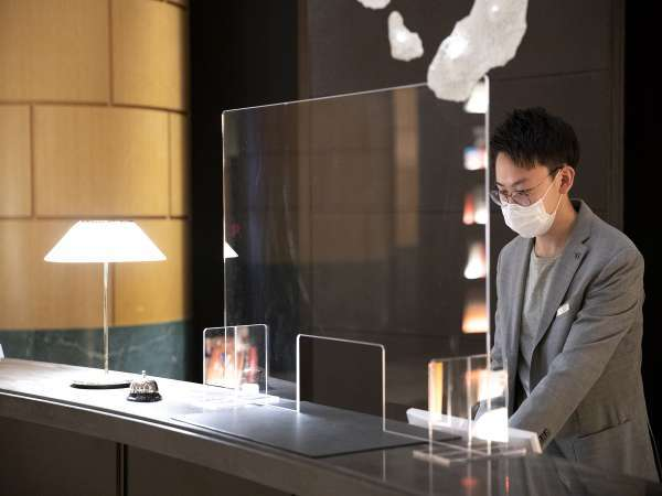 飛沫感染防止のためフロントにアクリルパネルを設置しております