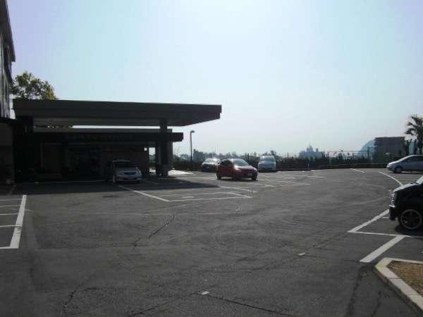 玄関前の第一駐車場。枠内先着順です