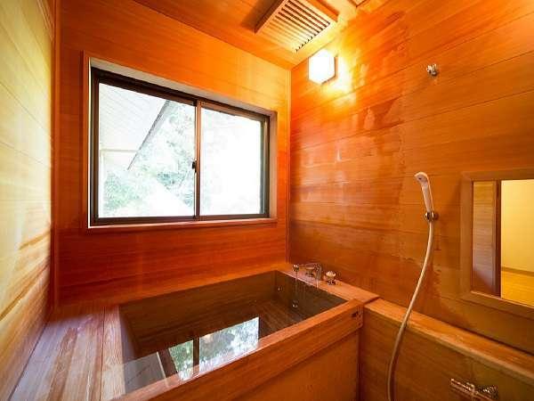 【別館特別室】の檜風呂です。贅沢な時間を一人占めできます