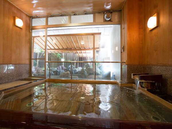 【別館大浴場】女湯は檜風呂。体の芯まで温まる温泉