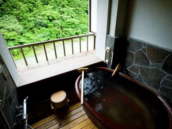 客室露天からは日高川が見え、かじかの声など自然に癒されます