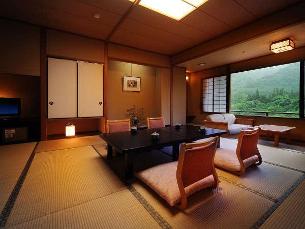 客室「花かんむり14帖(禁煙) 」※「庭園と山々が望めてとても寛げる」と評判のお部屋です.