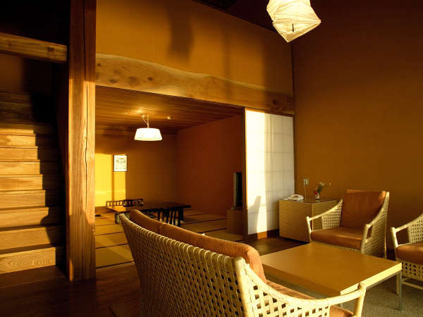 【特別室リバースイート】河畔の景色を眺める特別室。和室、リビング、メゾネットでゆったり(一例)。