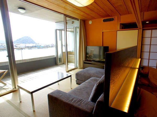 【八景テラススイート/川側12.5+7.5畳和洋室】18年7月改装。上質なくつろぎを提供いたします(一例)。