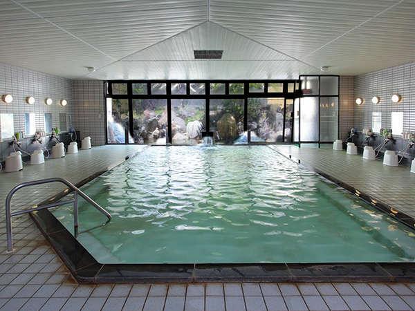 ゆったり広々した温泉大浴場で旅の疲れを癒してください