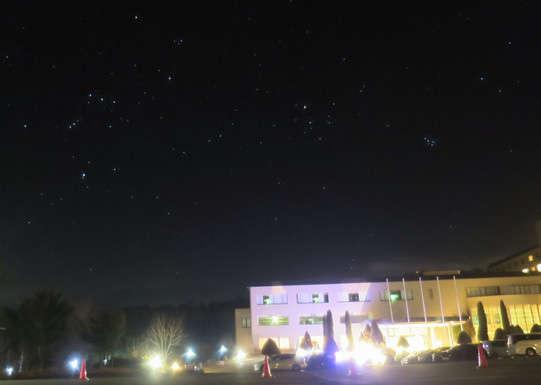手が届きそうな満天の星が広がります。