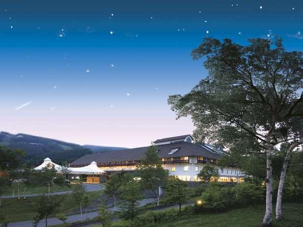 【自然に囲まれたリエックスホテル「夜」