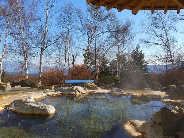 【岩のお風呂】浅間山や松原湖高原の大自然を眺めながらゆったりとお寛ぎいただける露天風呂