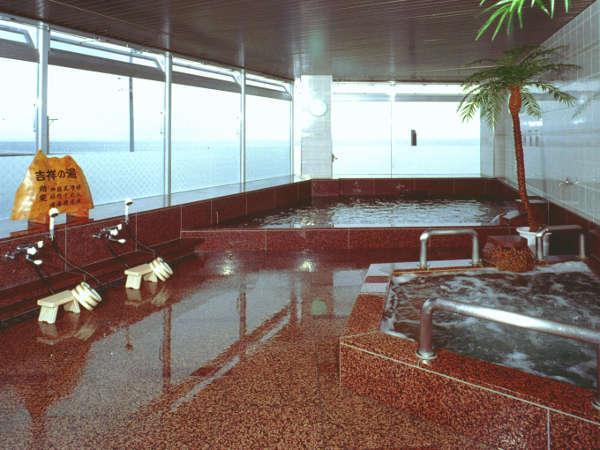 ◆お風呂◆伊勢湾を一望する大浴場です。美しい景観を楽しみ下さい。