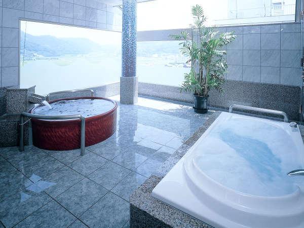 貸切家族風呂「大理の湯」は、ご家族やカップルでのご利用に最適な大きさ。※45分 3,000円(要予約)