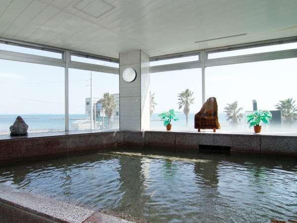 ◆お風呂◆広大な海を見ながらごゆっくりと日頃の疲れを癒してください。