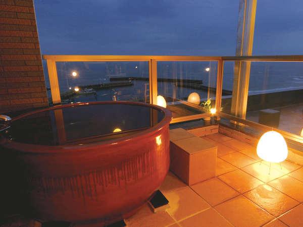 最上階露天風呂付き客室■常滑陶器浴槽でマイナスイオン効果と潮風をBGMに♪