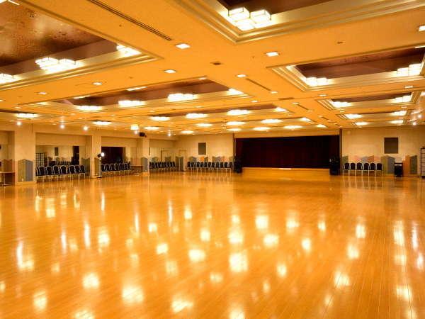 県内最大級675平米の大型ダンスホール がございます。