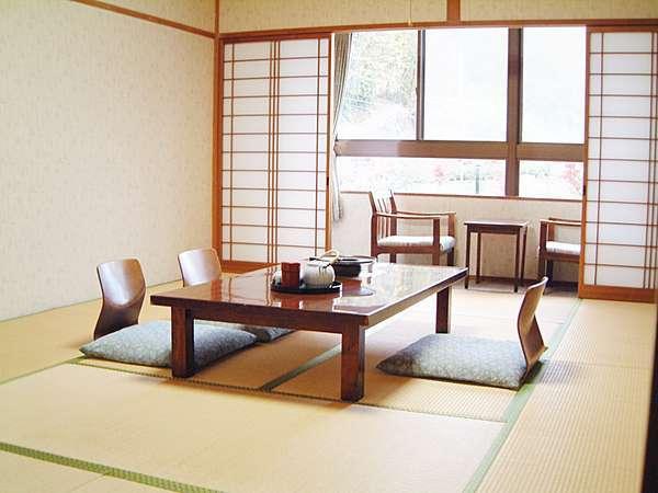 【客室】① ゆったりとした和の 情緒あふれる和室でございます。