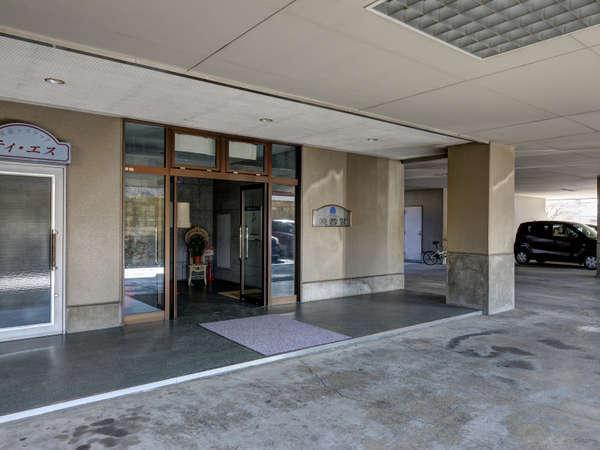 *【ホテル入口】駐車場よりお入り下さい