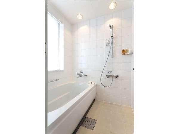 シングル バスルーム(バストイレ別・洗い場付き)全室入浴剤をご用意しております。