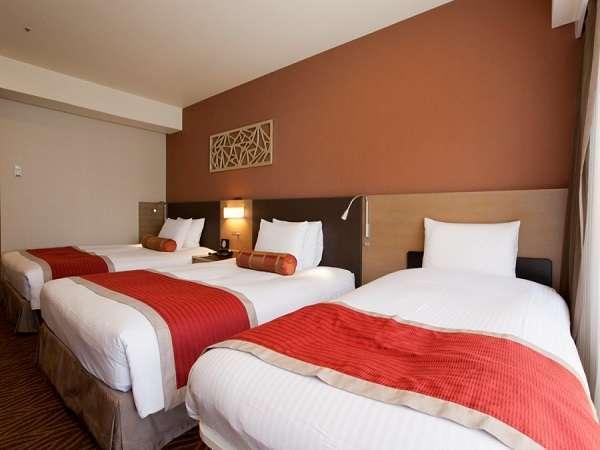 【客室】トリプルルーム広さ27㎡C.ツインかF.ツインへEXベッドもしくは親子ベッドの設置をいたします。